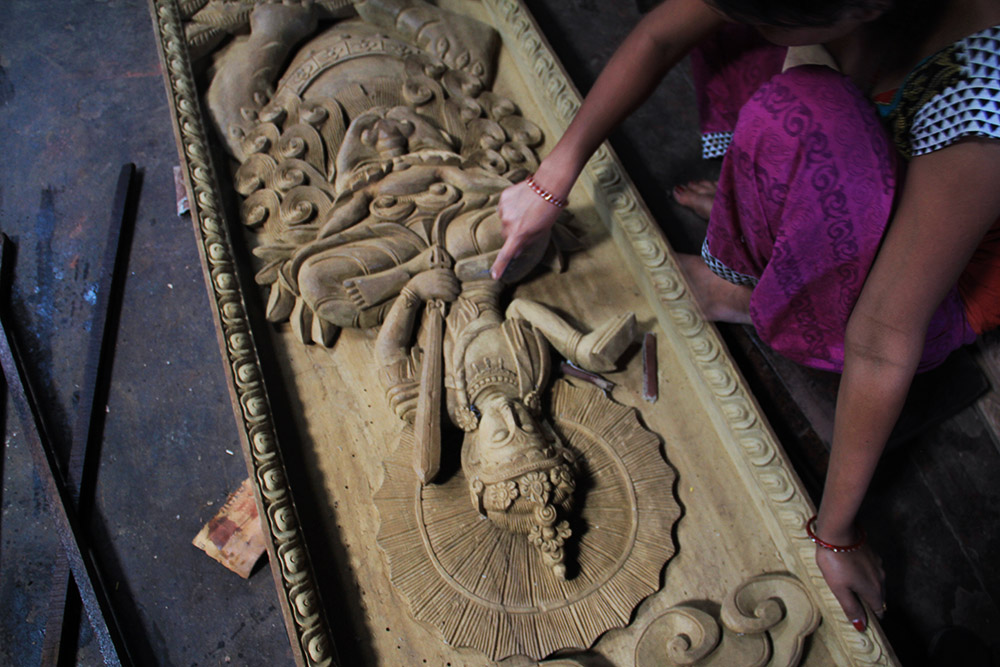 wooden-craft-in-nepal